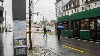 An der Tramstation Voltaplatz sei das Opfer ausgestiegen, wie die Polizei mitteilte.