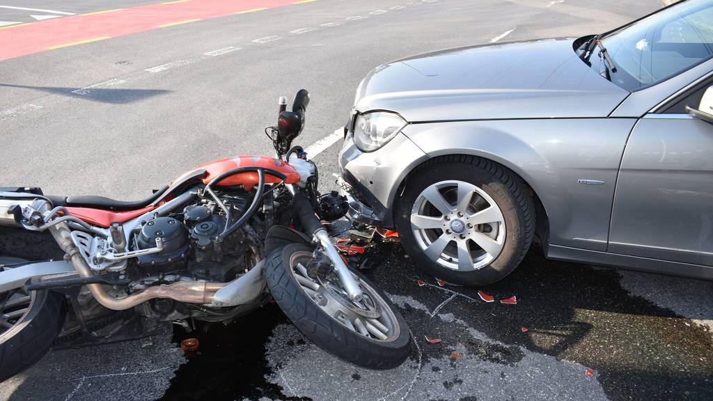 Bei einem Unfall wurde ein Motorradfahrer verletzt