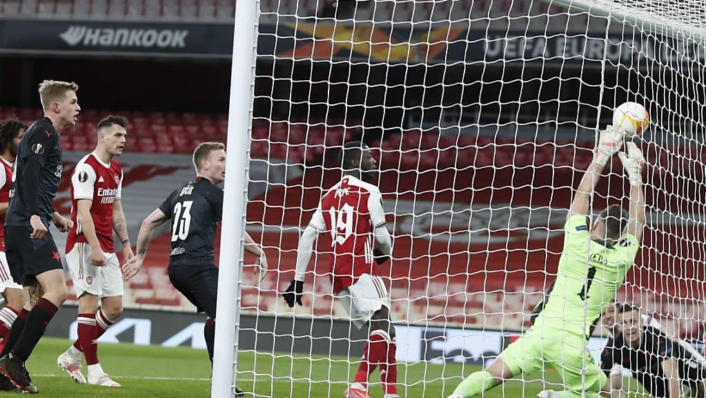 Tomas Holes trifft in der Nachspielzeit zum 1:1 für Slavia Prag im Londoner Emirates Stadium