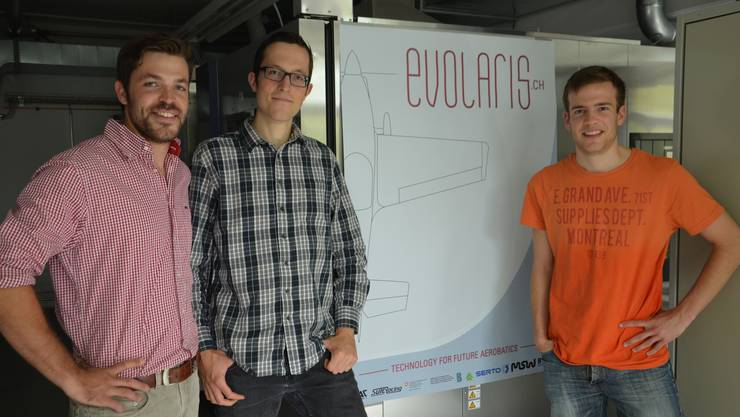 Sie stehen hinter dem Elektro-Antrieb Von links die Elektroingenieure Steven Dünki, Patrick Haldi und Patrick Wälti im Labor des InnoParks in Biel