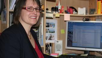 Hier laufen die Fäden der Kampagne für Thomi Jourdan zusammen: Erika Gröflin in ihrem Büro bei sich zu Hause in Gelterkinden.