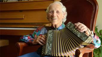 Gemeinsam mit ihrem Enkel nahm Trudi Kilian vor eine CD auf