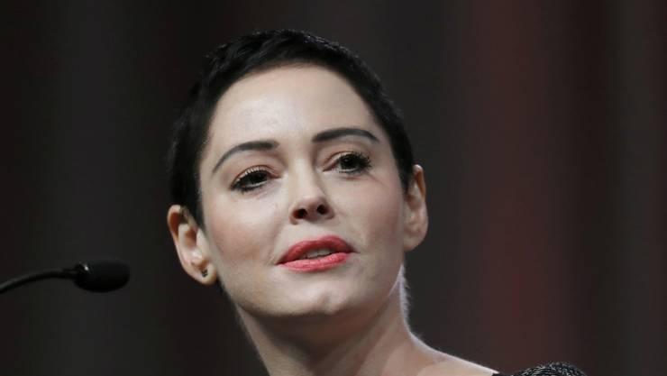 """US-Schauspielerin Rose McGowan gratuliert ihrem Vergewaltiger, dem ehemaligen Filmproduzenten Harvey Weinstein, zu dessen """"verdammtem Geburtstag"""". (Archivbild)"""