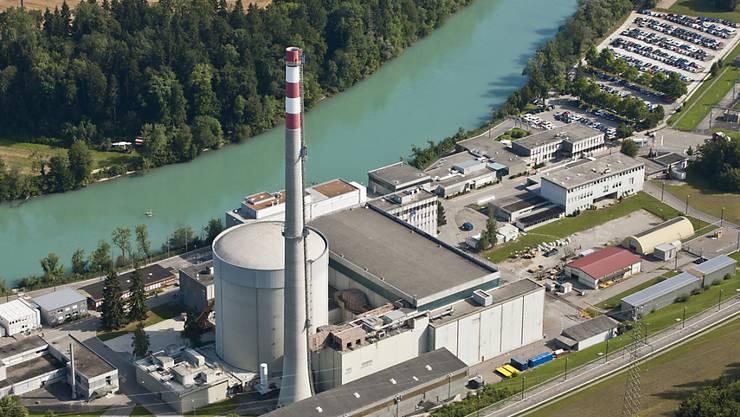 Das Kernkraftwerk Mühleberg an der Aare produzierte im vergangenen Jahr weniger elektrische Energie als 2014. (Archiv)