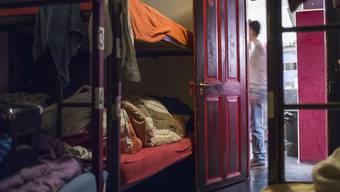 Wer wenig Geld hat, hat es oft schwer, eine Wohnung zu finden - und landet unter Umständen in einer Notschlafstelle. (Symbolbild)