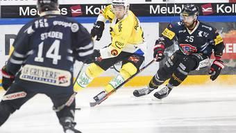 Simon Moser (in gelb) setzt sich gegen Freiburger durch und entschied in der Verlängerung mit einem Ablenker den Strichkampf