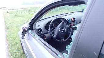 Ein grauer Ford Mondeo geriet im Morgenverkehr in Tegerfelden auf die Gegenfahrbahn und kollidierte mit einem anderen Fahrzeug.