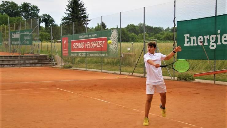 Auf den frisch instandgesetzten Plätzen des Tennisclub Aarau werden ab sofort wieder unsere geliebten Filzkugeln gejagt.