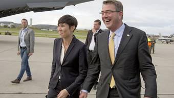 US-Verteidigungsminister Ashton Carter mit seiner norwegischen Amtskollegin Ine Eriksen Soreide: Norwegen erlaubt den USA, Soldaten auf seinem Territorium zu stationieren. (Archivbild)