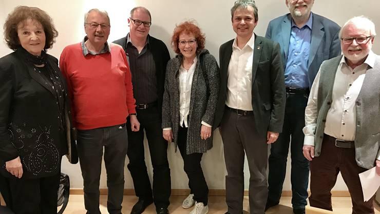 Vorstandsmitglied Bea Heim, Co-Präsident Ruedi Heutschi, Vorstand Urs Huber, die langjährige Protokollführerin Edith Leuenberger, die Referenten Philipp Hadorn und Ludwig Dünbier sowie Co-Präsident Heinz Bolliger (von links).