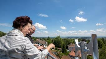 Regierungsrätin Esther Gassler löst in Solothurn die letzte Sirene zu Testzwecken aus