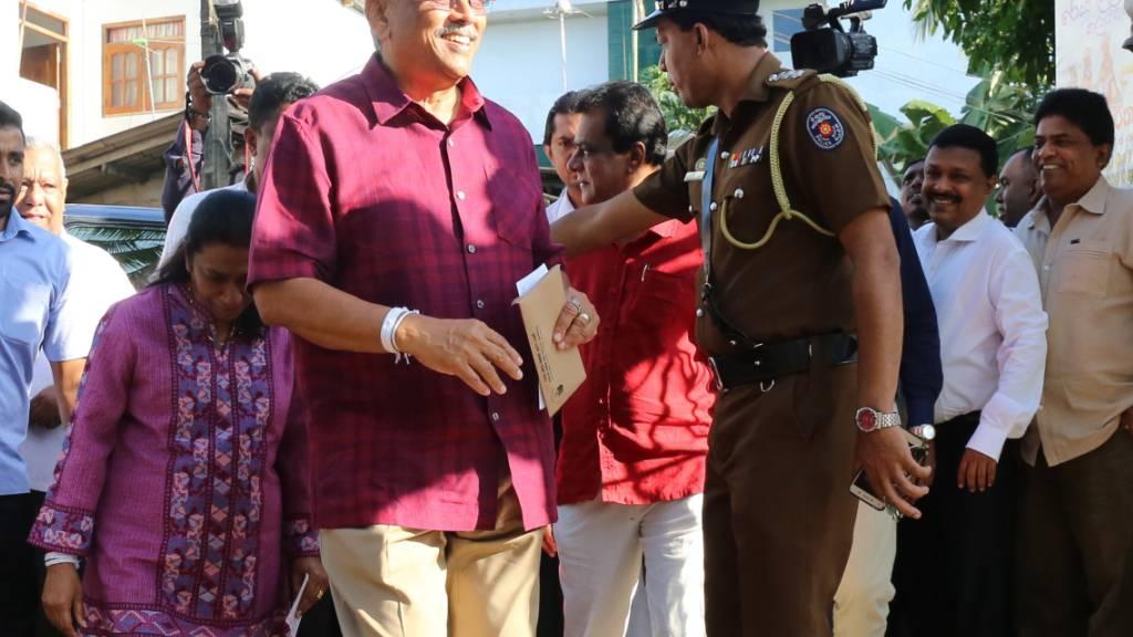 Sri Lankas früherer Verteidigungsminister Gotabhaya Rajapaksa hat die Präsidentschaftswahl gewonnen.