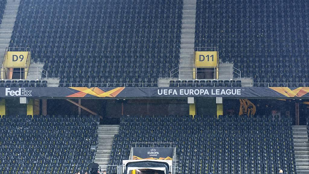 Die Atmosphäre so trist wie das Ende: Die Berner verlassen nach dem 1:2 das praktisch verwaiste Stadion