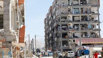 Von den eingestürzten Wohnblöcken blieben teilweise nur die Betonpfeiler stehen.