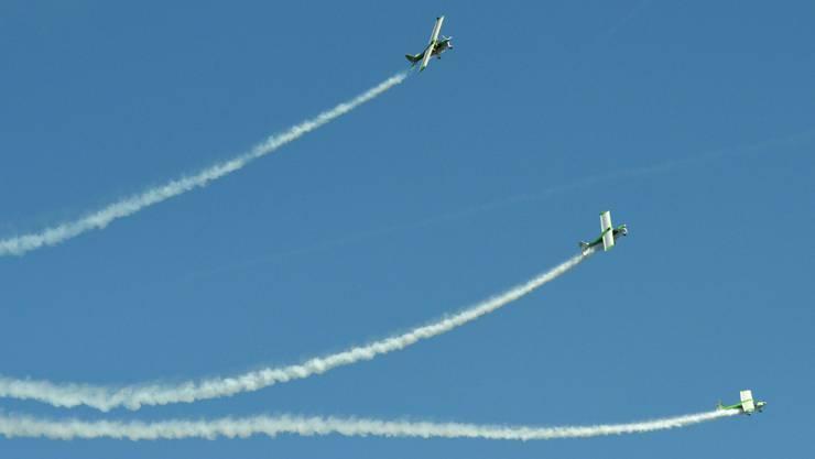 Zwei Flugzeuge des Grashoppers Formationsteams sind in der Luft kollidiert.