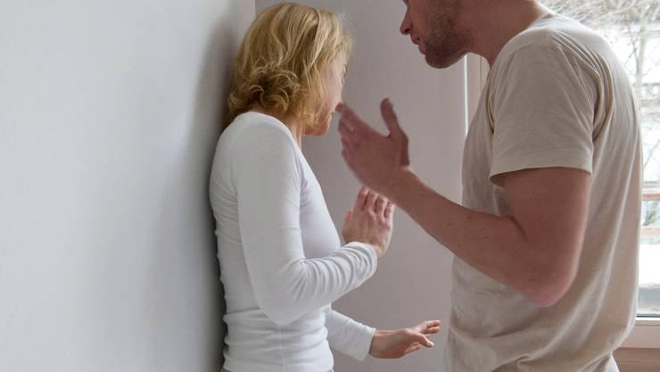 Fast 20'000 Straftaten im Bereich häusliche Gewalt wurden 2019 schweizweit von der Polizei registriert.  (Symbolbild)