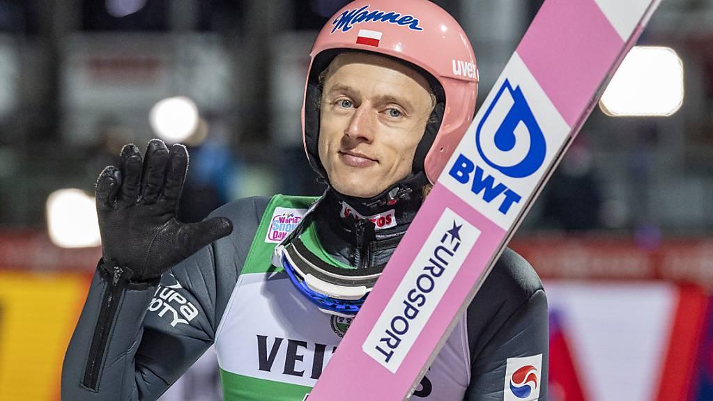 Der Pole Dawid Kubacki darf seinen Titel bei der Vierschanzentournee nun doch verteidigen.