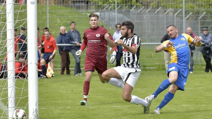 Hier schiesst Giuseppe Sorrentino sein erstes Goal. Er düpiert den Goalie Gianluca Tortora und Capitan Marco Marra.