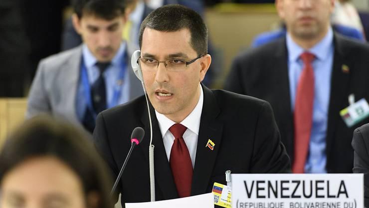 Venezuelas Aussenminister Jorge Arreaza hat am Montag vor den Mitgliedern des UNO-Menschenrechtsrats den Vorwurf zu Verbrechen gegen die Menschlichkeit zurückgewiesen.