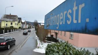 Umfahrung: Wer zwischen Ende März und Mitte August von Unterengstringen nach Schlieren fahren will, muss den grossen Umweg über Fahrweid fahren. (mke)