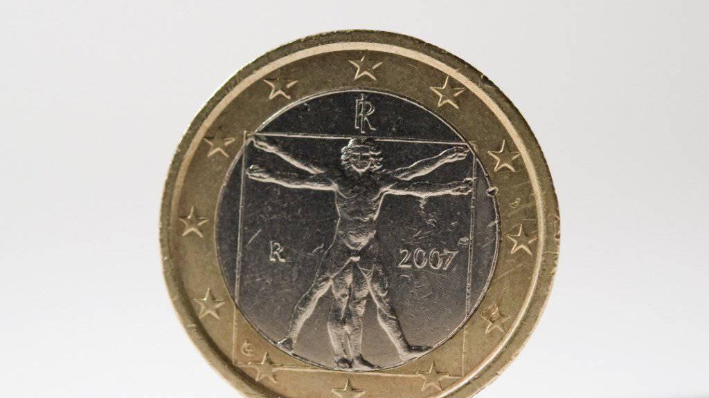 Eine italienische Ein-Euro-Münze: Weil der italienische Haushaltsentwurf für 2019 die Regeln des EU-Stabilitätspakts nicht einhält, hat die EU-Kommission diesen am Dienstag in Strassburg zur Überarbeitung zurück an den Absender geschickt.
