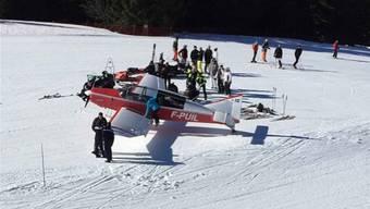 Flugzeug muss auf Skipiste notlanden