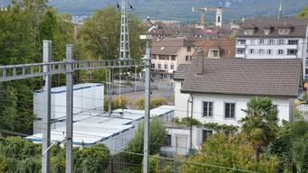 Wo vor kurzem noch ein Haus stand, sind jetzt Container der Perspektive Region Solothurn-Grenchen aufgestellt.