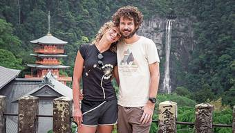 Marjol und Oliver Dietschi auf ihrer gemeinsamen Reise in Japan. Im Hintergrund ist der Seiganto-ji-Tempel zu sehen