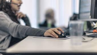 Stress am Arbeitsplatz führt zu weniger Produktivität im Unternehmen, wie eine Analyse der Gesundheitsförderung Schweiz zeigt. (Symbolbild)