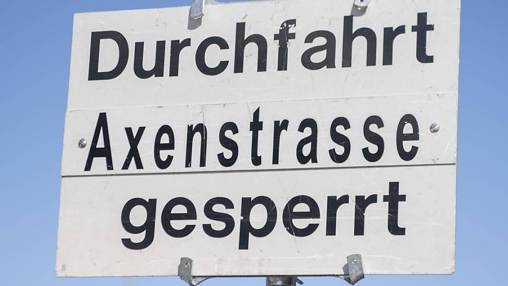 Nach einem Felssturz ist die Axenstrasse gesperrt. (Archivbild)