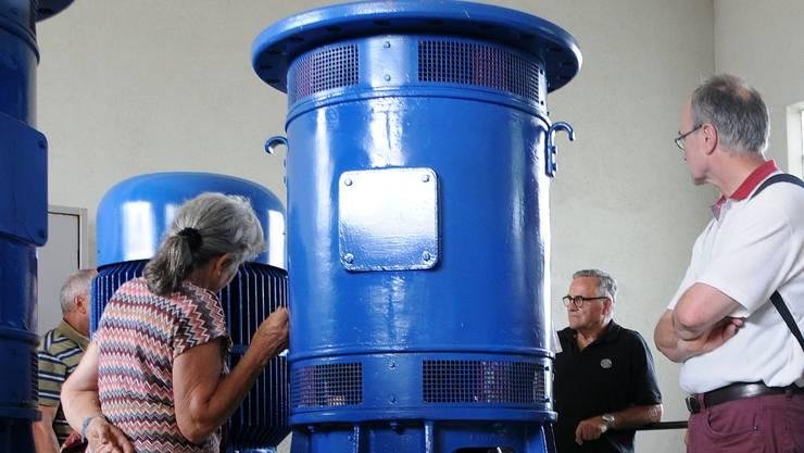 Die Luterbacher Grundwasserpumpen sind imposant. Pro Sekunde werden im Grundwasserpumpwerk 5700 Liter gefördert, es könnten bis zu 15000 sein.