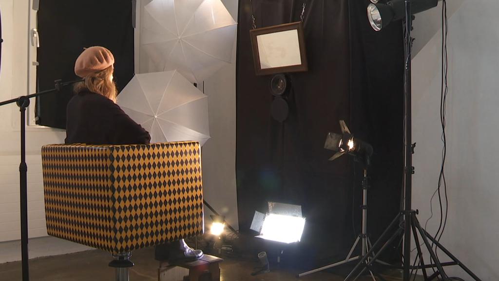 Die Camera Obscura in Oberuzwil fotografiert Besucher der Ausstellung.