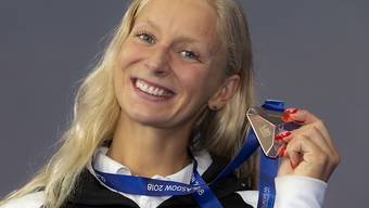 Maria Ugolkova nach der Siegerehrung in Glasgow mit der EM-Bronzemedaille