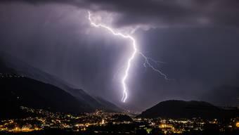 Insgesamt 7441 Blitze wurden bei Gewittern in verschiedenen Schweizer Regionen gestern Donnerstag registriert. (Archivbild)