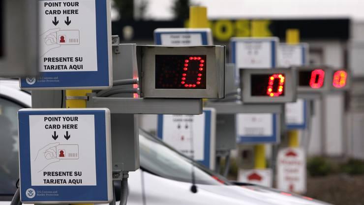 Aeschi will das RFID-Chip-System an der Schweizer Grenze einführen. Damit sollen nur noch Flüchtlinge mit Berechtigung in die Schweiz reisen können. Das Bild zeigt das System an der Grenze der USA zu Kanada.
