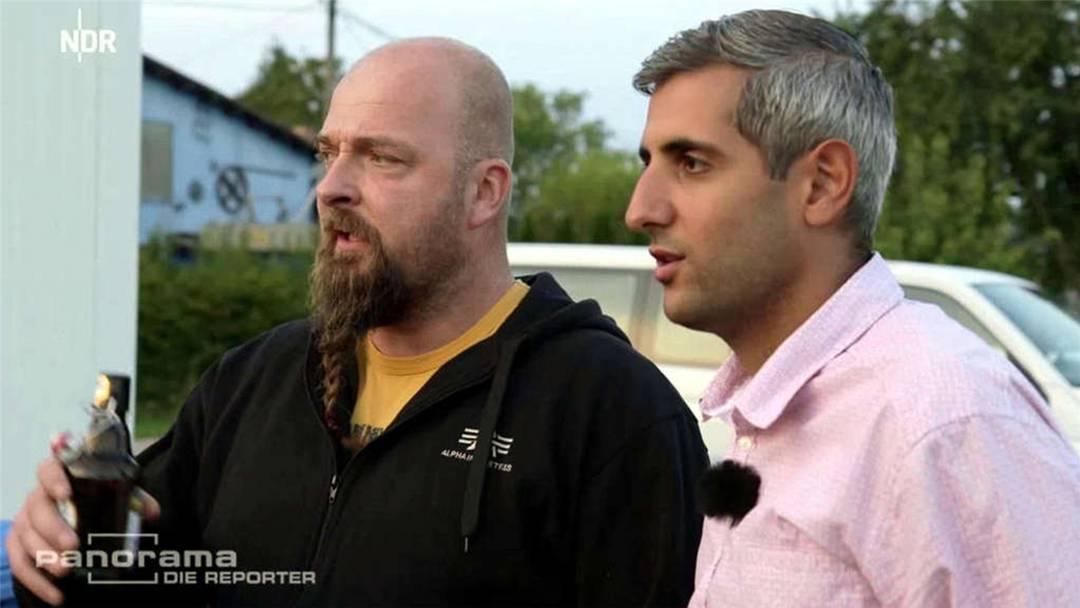Die ganze Reportage «Michel Abdollahi: Im Nazidorf» bei «Panorama – die Reporter» auf NDR