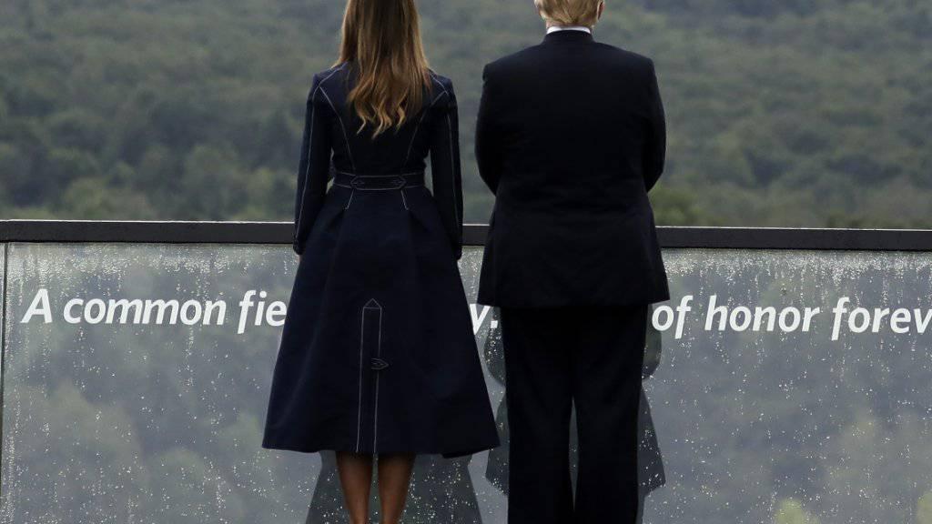 US-Präsident Donald Trump und seine Frau Melania an einer Gedenkfeier zu den Anschlägen vom 11. September in Shanksville im Bundesstaat Pennsylvania. (Archivbild)