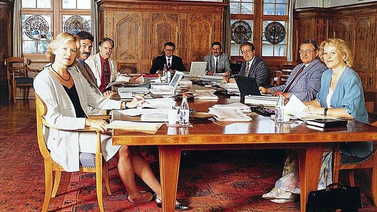 Die Regierung 1995:(v.l) Verena Diener (Grüne), Eric Honegger (FDP), Moritz Leuenberger (SP), Ernst Homberger (FDP), Staatsschreiber Beat Husi, Hans Hofmann (SVP), Ernst Buschor (CVP), Rita Fuhrer (SVP).