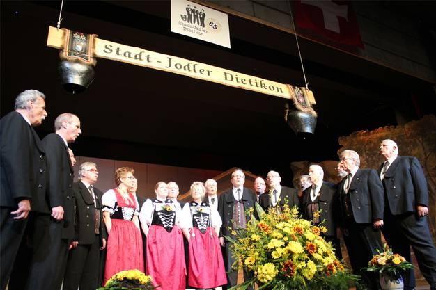 Heimspiel: Die Stadtjodler Dietikon bieten ihre Lieder vor Volksmusikfans aus der ganzen Schweiz dar.
