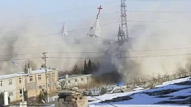 Stand bereits 2009 vor der Vollendung: Die nun abgerissene protestantische Kirche in Linfen.