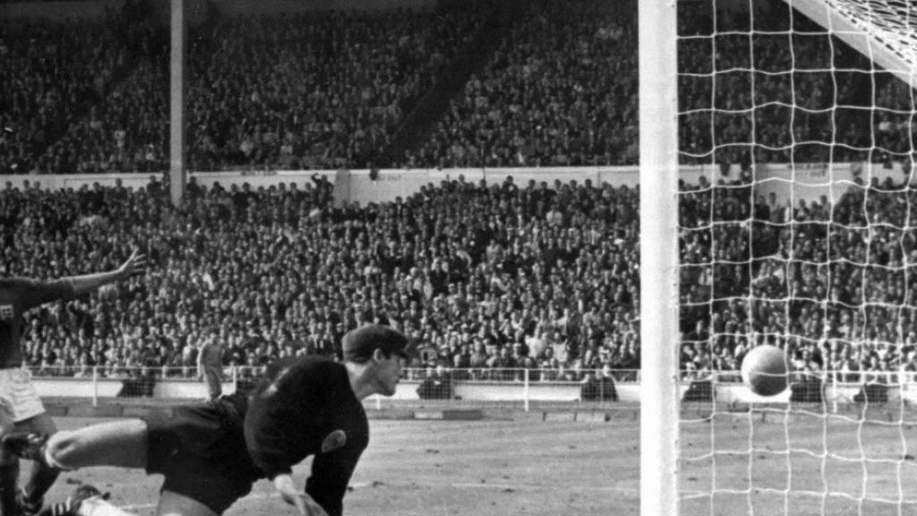 Das 3:2 von Geoff Hurst im WM-Final 1966 zwischen Gastgeber England und Deutschland im Londoner Wembley ist das berühmteste Tor der Fussball-Geschichte