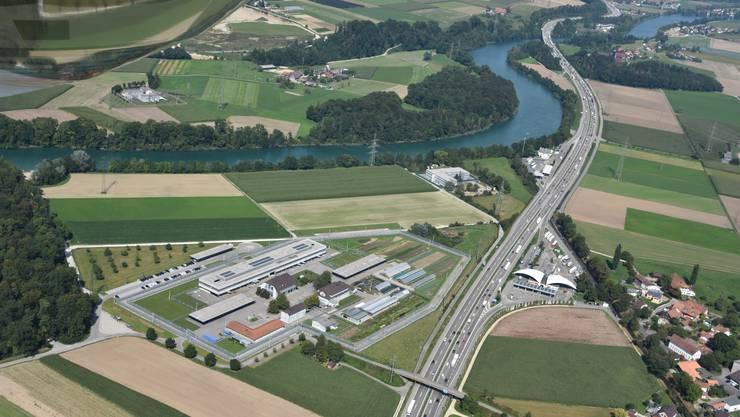 Das neue Bundes-Asylzentrum (das Gebäude an der Aare zwischen Gefängnis und Raststätte) war für die Deitinger anfänglich das grössere Problem als für die Flumenthaler. nun ist der Bund beim Betrieb gefordert.