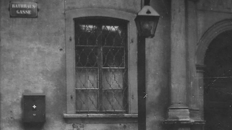 Auch eingangs der Rathausgasse wurde eine von Louis Streif erbaute Strassenlaterne installiert.