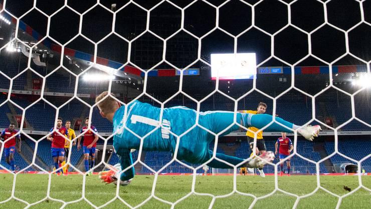 Omlin hält in allerletzter Sekunde einen Penalty.
