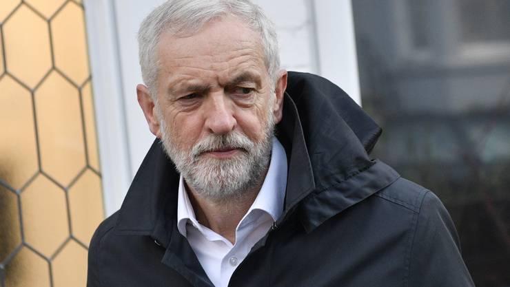 Der Chef der Labour-Partei will die Regierung durch Neuwahlen zu Fall bringen. Obwohl sich Corbyn vor dem Brexit-Votum 2016 gegen den EU-Austritt aussprach, sperrt er sich bislang gegen ein zweites Referendum.