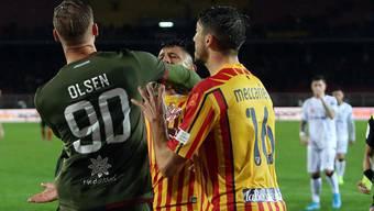 Robin Olsen und Gianluca Lapadula werden mit Roten Karte bestraft