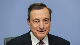 Will noch lange an den tiefen Zinsen festhalten: EZB-Chef Mario Draghi. Dieser widersprach damit einem anderen Mitglied des EZB-Rates. (Archivbild)