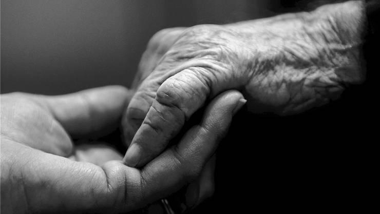 Sitzwachen begleiten Menschen während ihrer Krankheit.