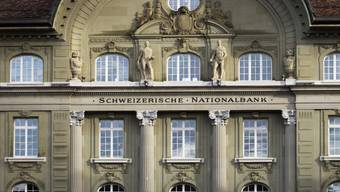 Die Schweizerische Nationalbank ändert ihren geldpolitischen Kurs nicht (Archivbild).