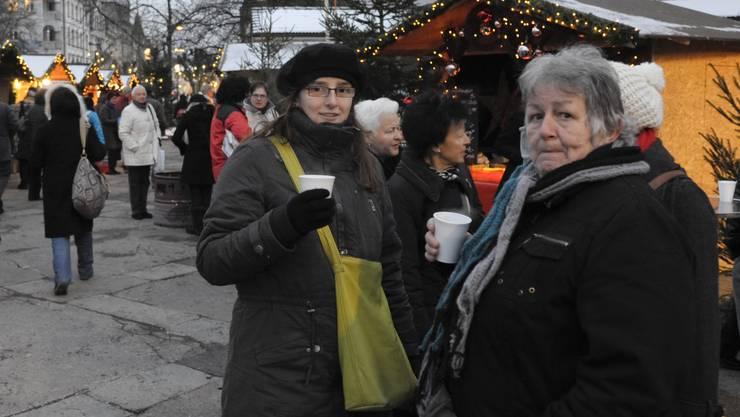 Mit Glühwein lässt sich auch die klirrende Kälte gut ertragen (Fotos: Hansjörg Sahli)